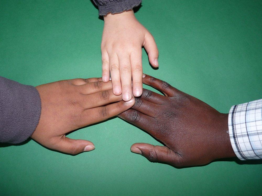 hand-children-child-child-s-hand-159827.jpg