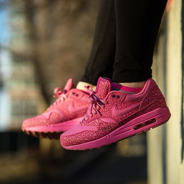 18/31 - @sneakerroom breast cancer shoes from 2013! air max month is full of shoes that mean a lot to me. #jentwice