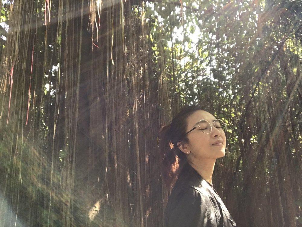 【  Rin Chen  】                                                                     日本MAMI花藝設計學院花藝講師 /  花藝設計  /  花藝課程   MAMI的精神,在於謙虛接受自然對於人的啟示。用心與植物交流過程啟發自我的人生哲學。 用心欣賞與尊重植物的姿態,運用隨手可得的器皿\餐具..等,就能創造賦予生命力的作品。徹底讓花藝走入生活,溫暖每個角落與每個人的心。