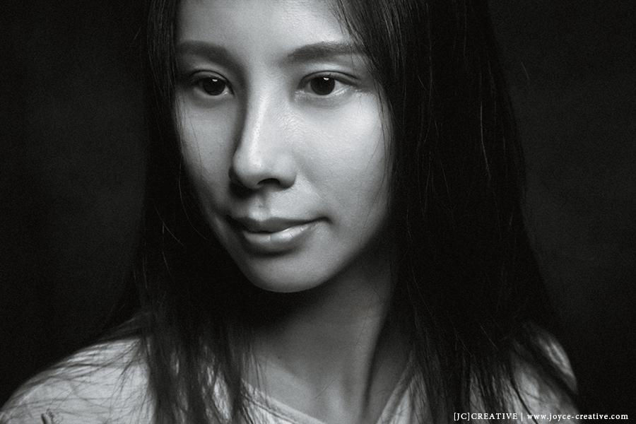 台灣 人像 肖像 攝影 用生命按下快門 簡約 PORTRAIT PHOTO PHOTOGRAPHY 家庭 影像 女性攝影師 中國 平潭 女性 知性 藝術家 黑白照 jccreative jcchow  圖像00003.jpg