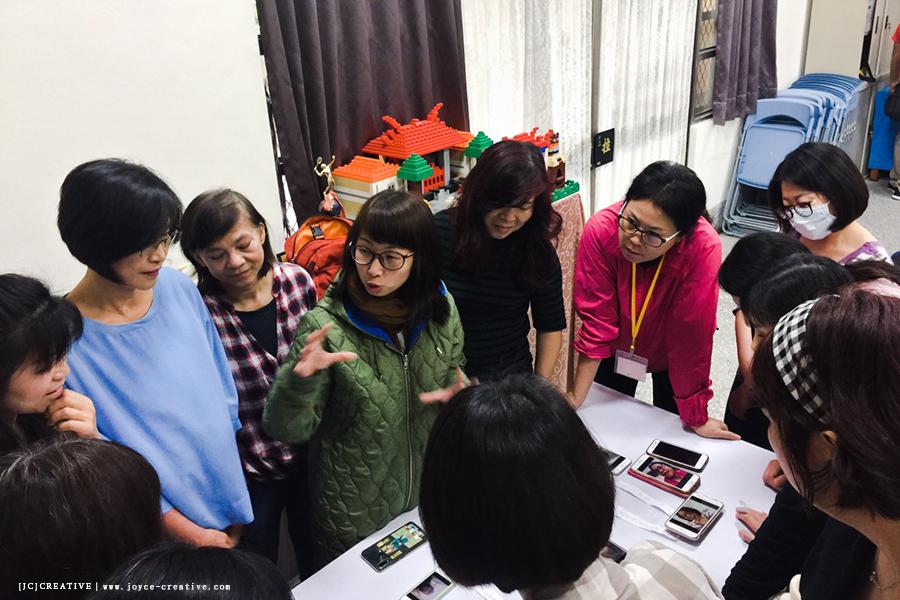 ( 圖二 ): JC.CHOW 正在引導竹仁朝陽讀書會影像自癒夥伴觀察照片傳遞的訊息