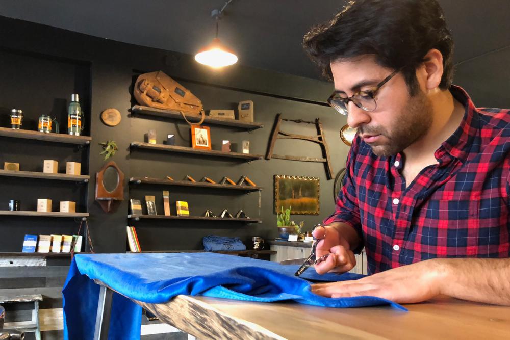 Roberto Hoyos cutting fabric