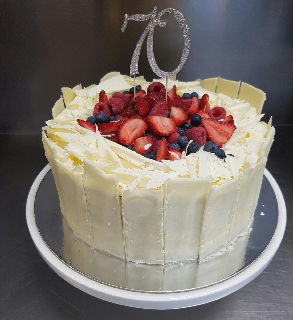 Cake37_Whitechoccake.JPG