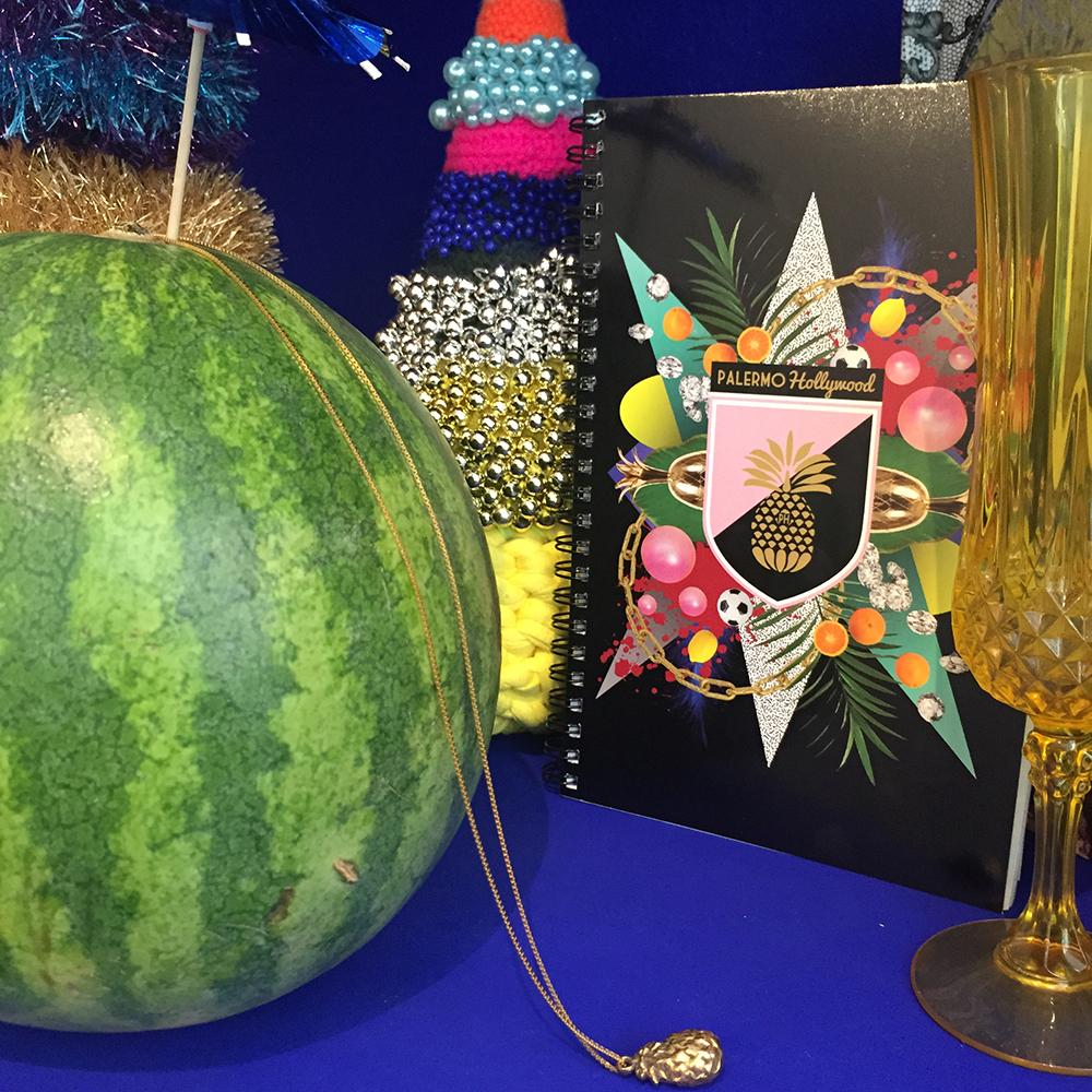 PH 1 egne produkter: ananaskæde og notesbog