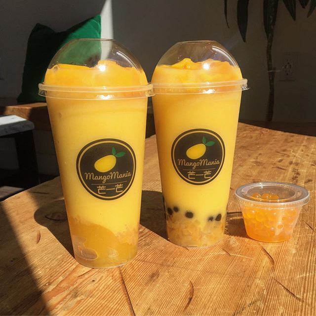 Drink #1: Mango Pineapple with jello and fresh mango chunks on top. Drink #2: Mango Pineapple with mango jelly, pearls, fresh mango chunks on top and mango juicy pearls. 🍋🍍#addonsforlife