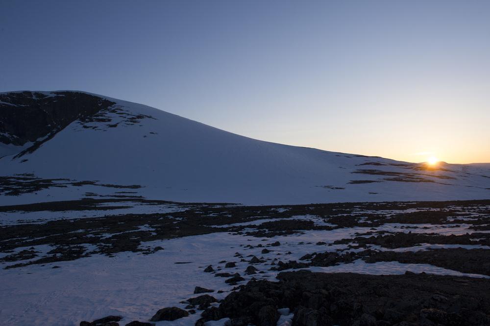 Galdhøe i kveldsljos sett frå Juvflye. Foto: Johan Wildhagen
