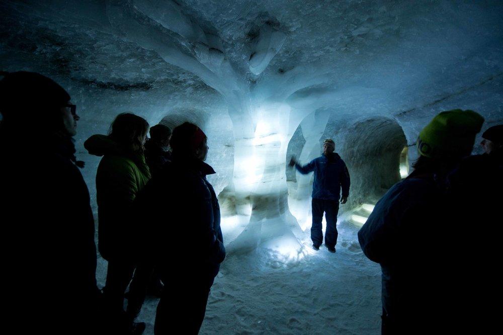 KLIMAPARK 2469  Bli med 60 meter inn i isen - 6000 år attende i tid!