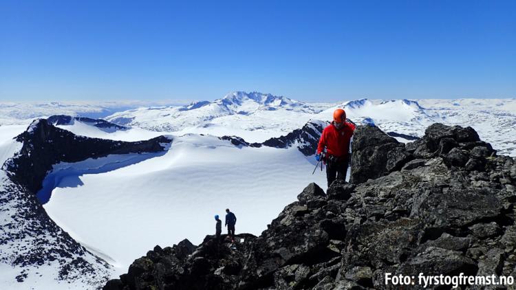 FYRST OG FREMST Tek deg med inn i naturen og opp i fjella.