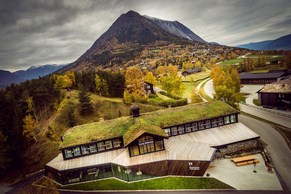 BESØKSSENTER NASJONALPARK  Få tips til turar i og utanfor nasjonalparkane! Vi er besøkssenter for nasjonalparkane Jotunheimen, Reinheimen og Breheimen.