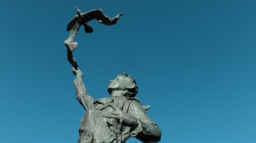Statue of John Muir as a boy in Dunbar High Stret
