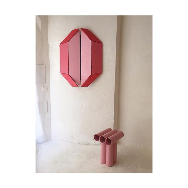 ÉROTISME ~ @lamarchandedes4saisons ~ #arles #steel #tube #pink #stool #furnituredesign #kinetic #eroticart #sculpture #wallart #interiordesign