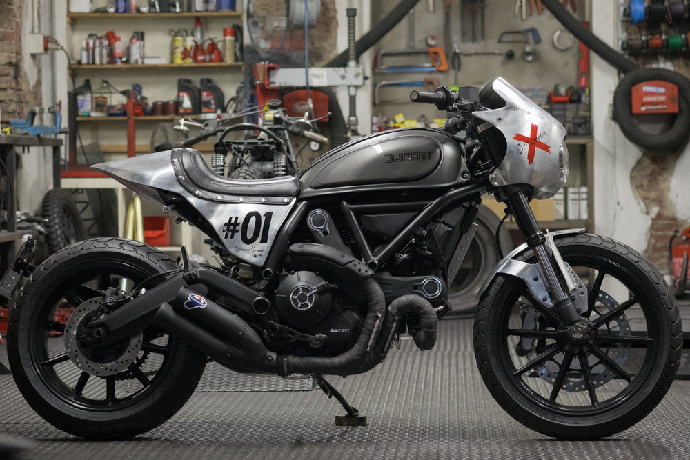 "Marca:    DUCATI Modello:    Scrambler 800 Special Edition ""Behind the Scramblers"" #01  by Officine Mermaid Cilindrata:   800 C.C. Prezzo:    SOLD OUT S 01"