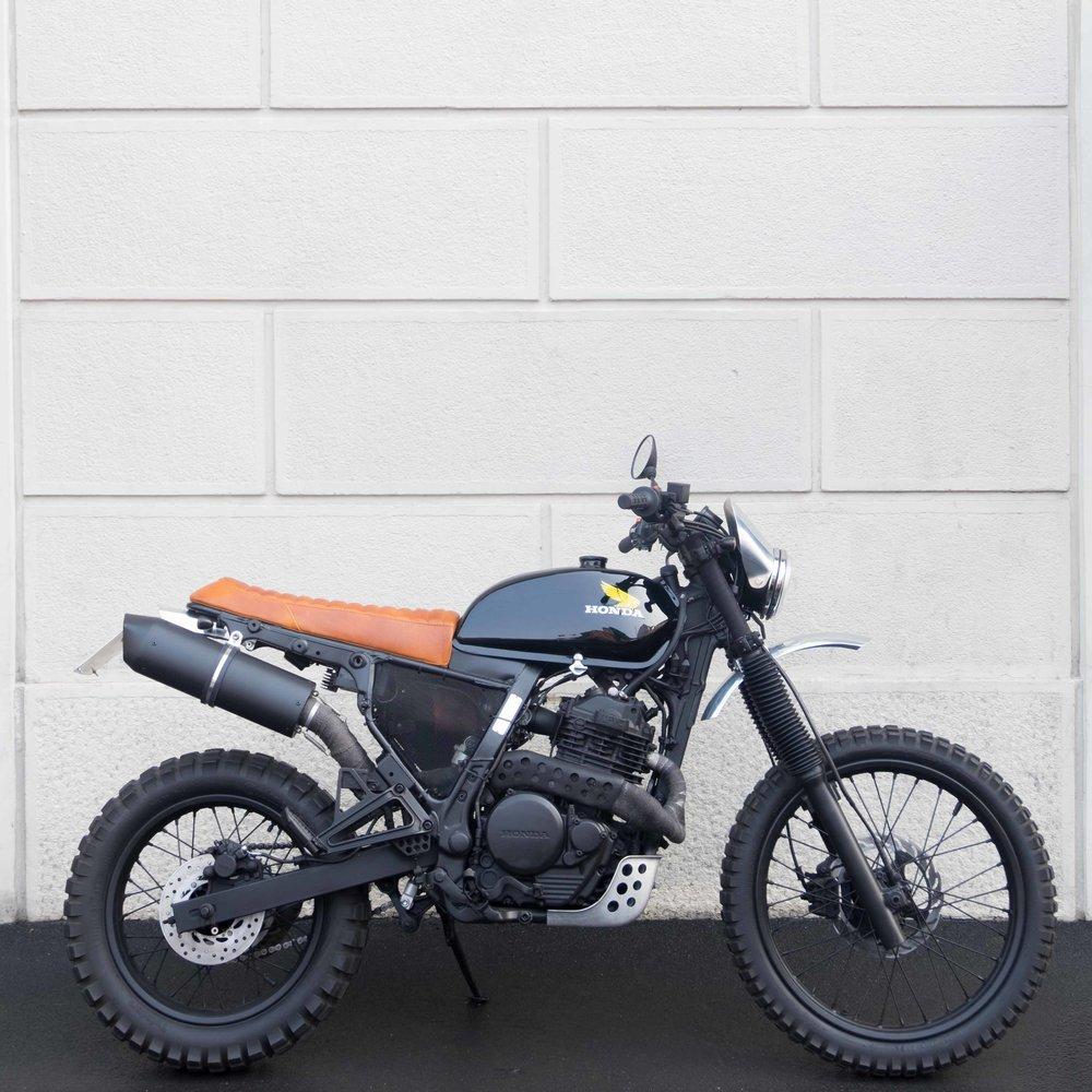 Marca:  Honda Modello:  Dominator -650C.C. 0 28