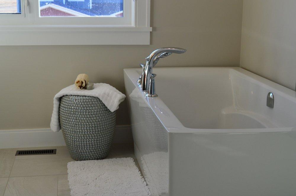 bathtub-1078865_1920.jpg