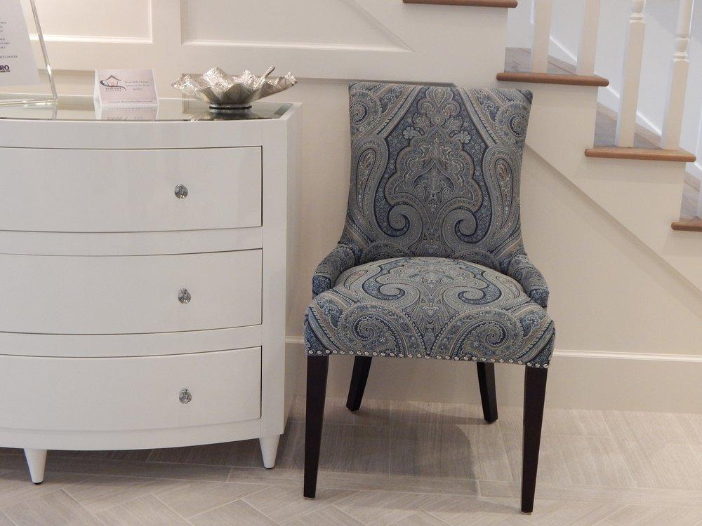chair-902403_1920.jpg
