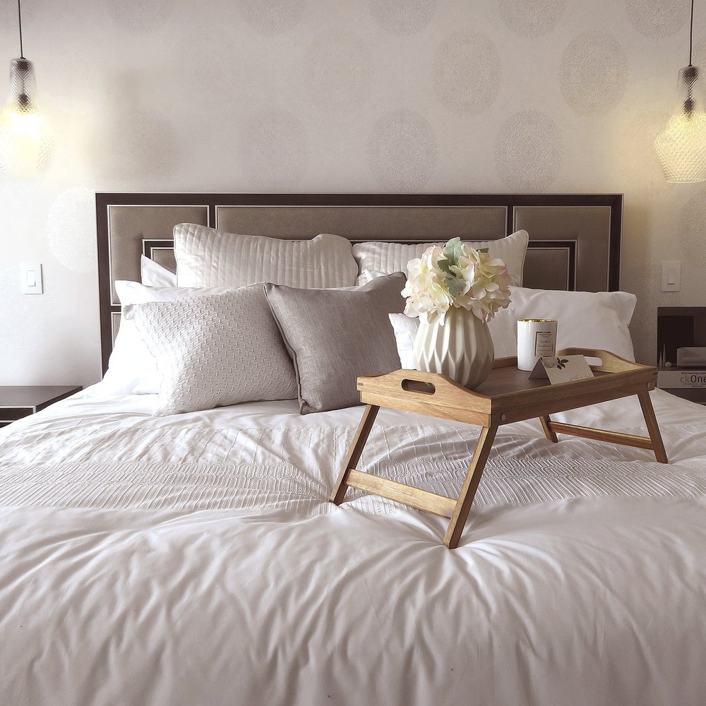 bedroom-3179445_1920.jpg