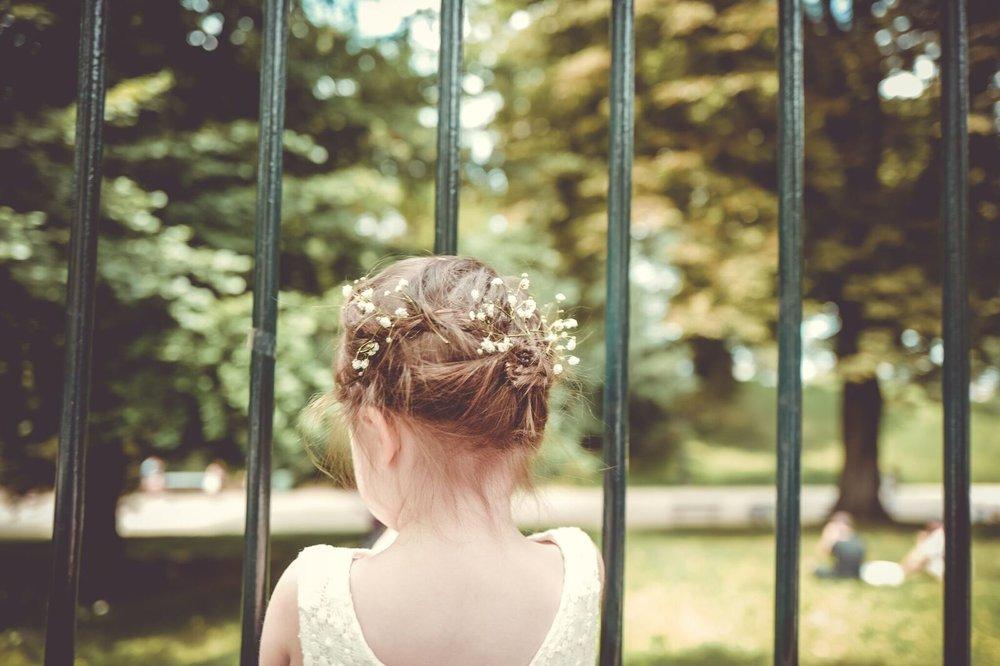Coiffure de mariage sur petite fille