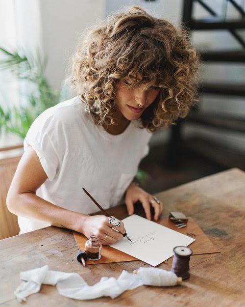 3 coiffeurs experts des cheveux bouclés et leur savoir-faire
