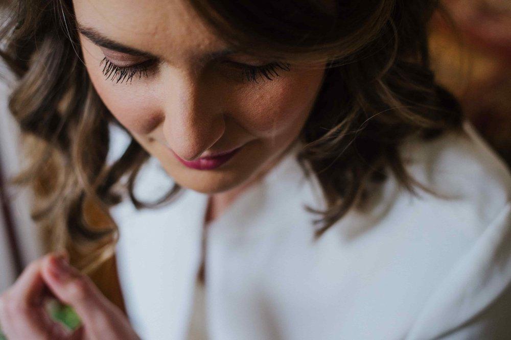 reporthair-coiffure-maquillage-mariage-prune-simple-naturel