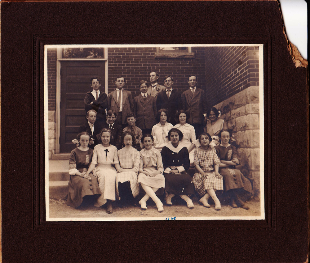 KIDS FROM GROSS SCHOOL 1908.jpg
