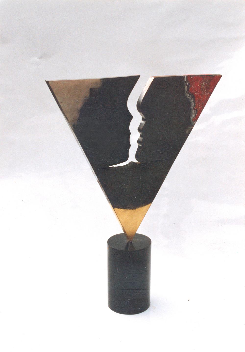 scultura triangolo 3.jpg