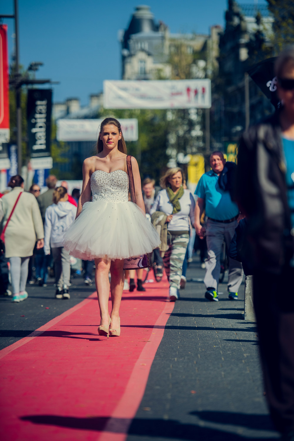 De langste catwalk event flooring services efs for Catwalk flooring