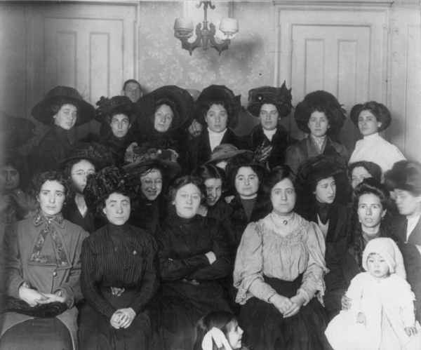Group of women at the turn of the twentieth century