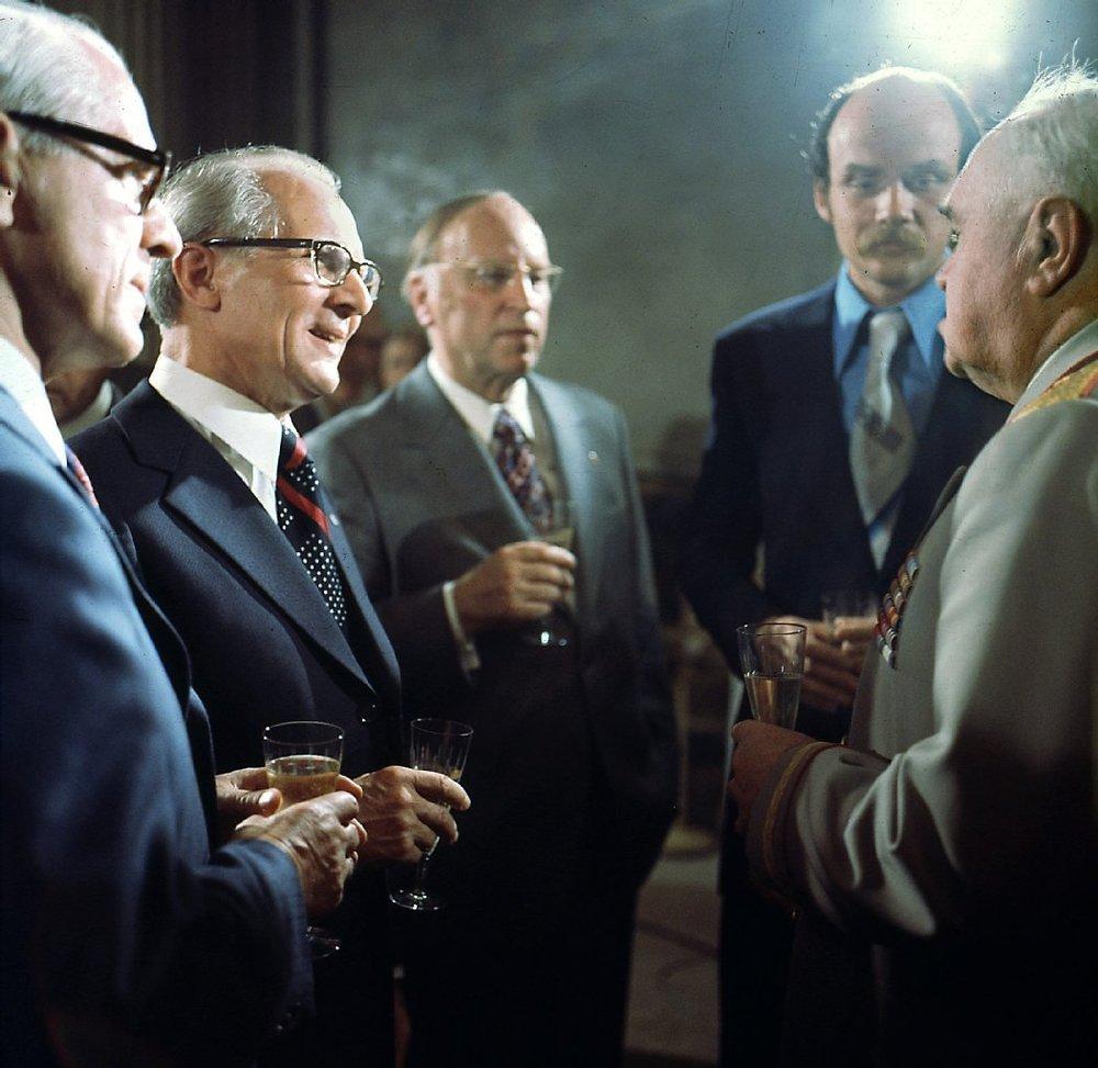 DDR:s diktator Erich Honecher tillsammans med Willi Stopp och Kurt Hager 1988. Foto: Lothar Herzog.