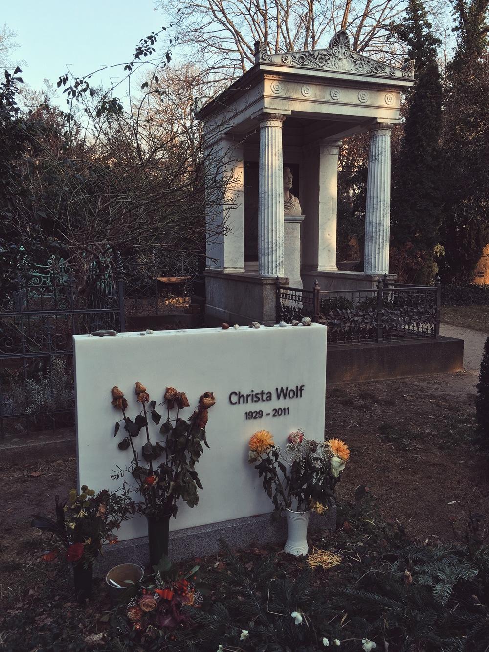 Christa Wolfs gravsten, vintern 2015.