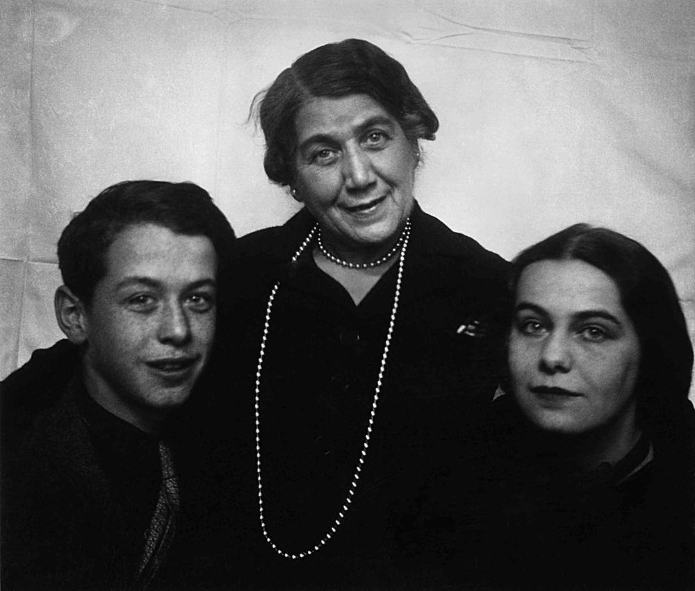 Harry, modern Ida och systern Elisabeth, Wien i mitten av 1930-talet.  Foto: Harry Scheins privata arkiv.