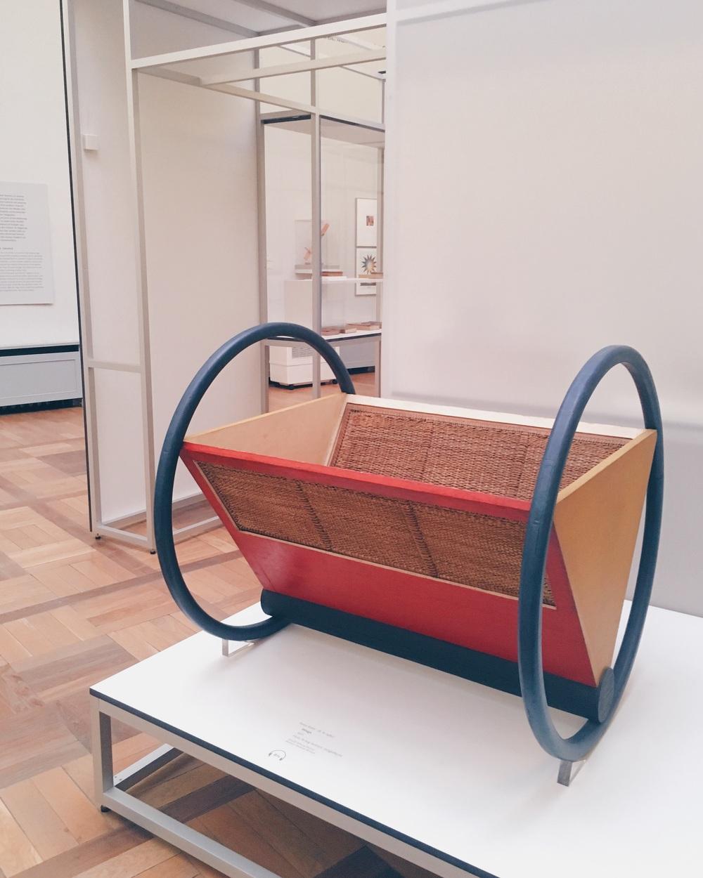 Vagga av Peter Keller 1922, på Bauhausmuseet i Weimar sommaren 2016.