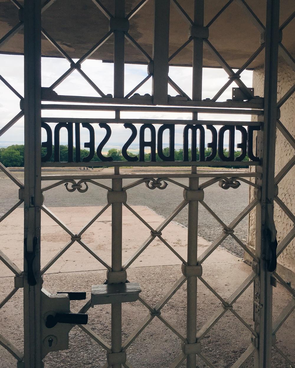 Porten till Buchenwald sommaren 2016.