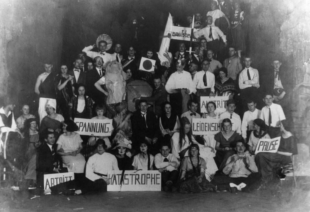 Fest på Ilmschlösschen, 29:a november 1924, Bauhausskolans femårsjubileum. Foto av Louis Held.