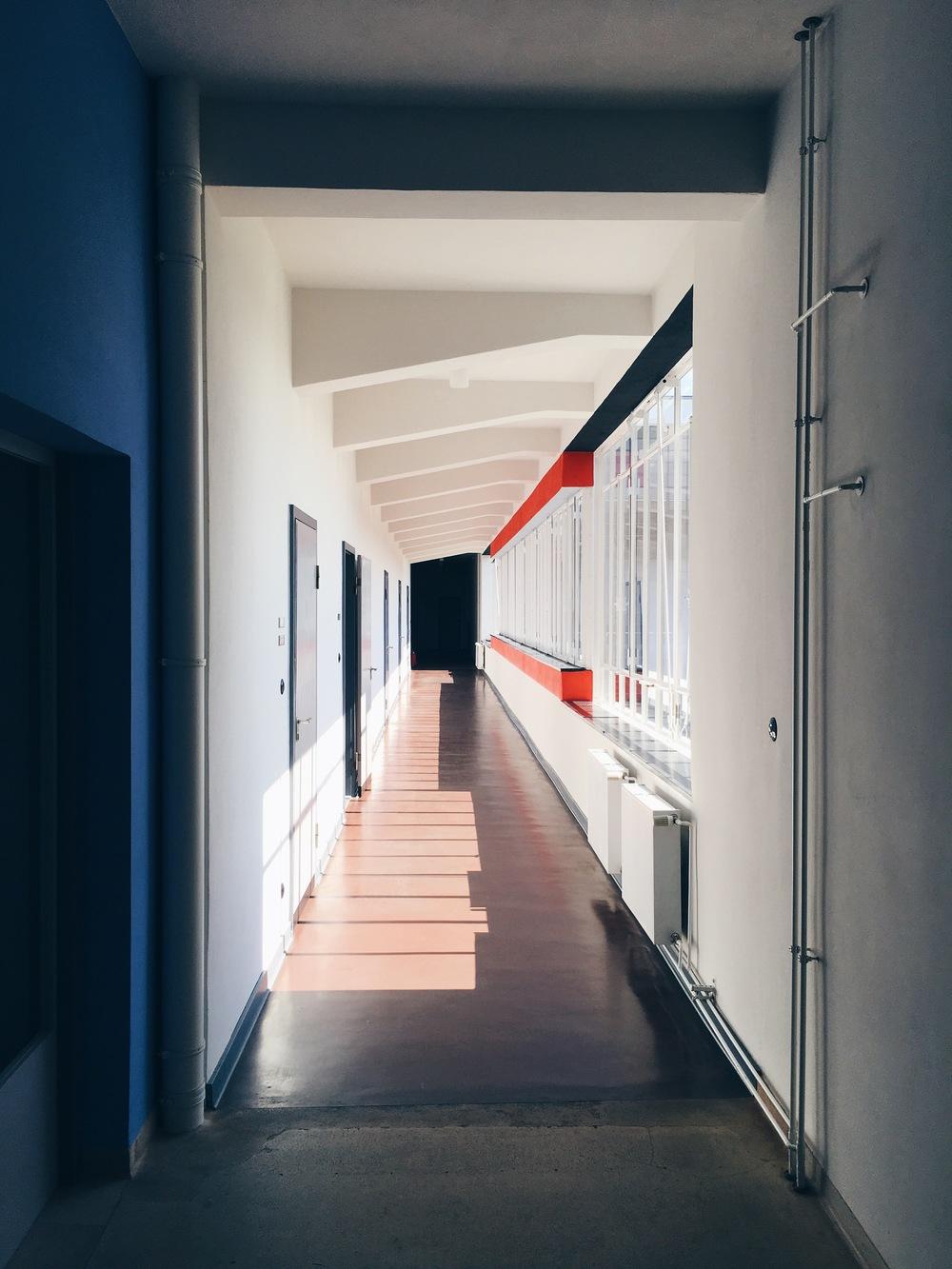 Korridor i  Bauhausskolan, sommaren 2016.