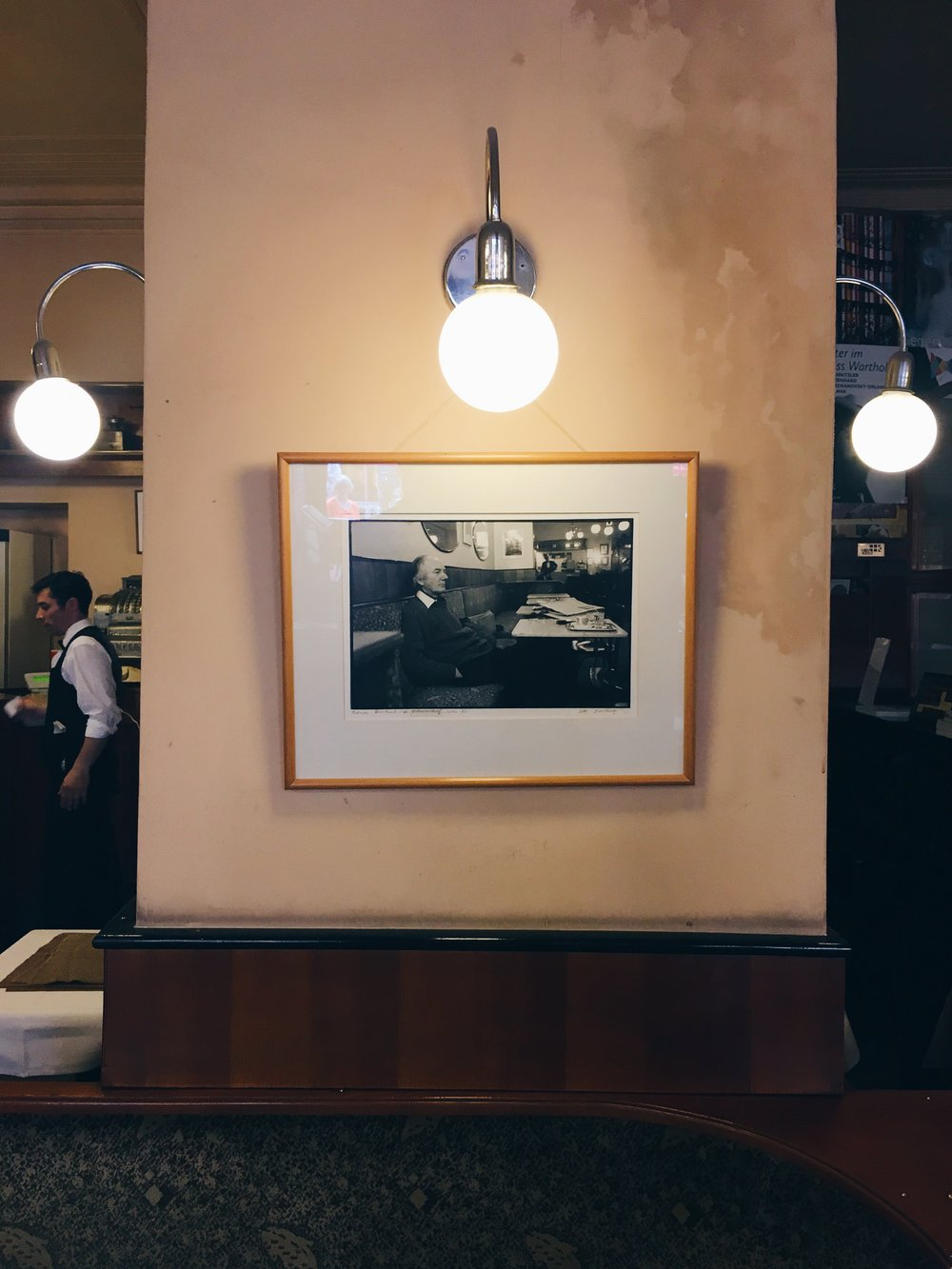 Fotografi av Bernhard på café Bräunerhof, sommaren 2016.