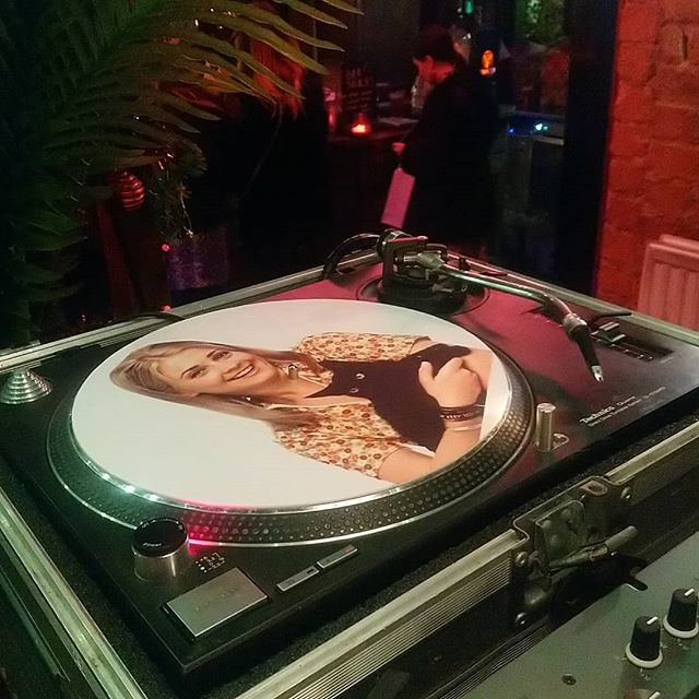 About to get things started at @pepperrockss till 1am  Pass through for some disco, funk and more  Shouts to @big_mol on the killer slipmats! 👀