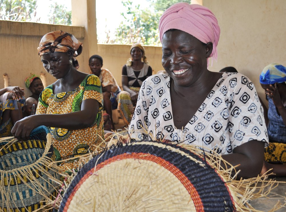 Advance payment allows these basket weavers with Trade Aid Integrated in Ghana to purchase straw in bulk, reducing cost and increasing year-round employment. Photo: Serrv.