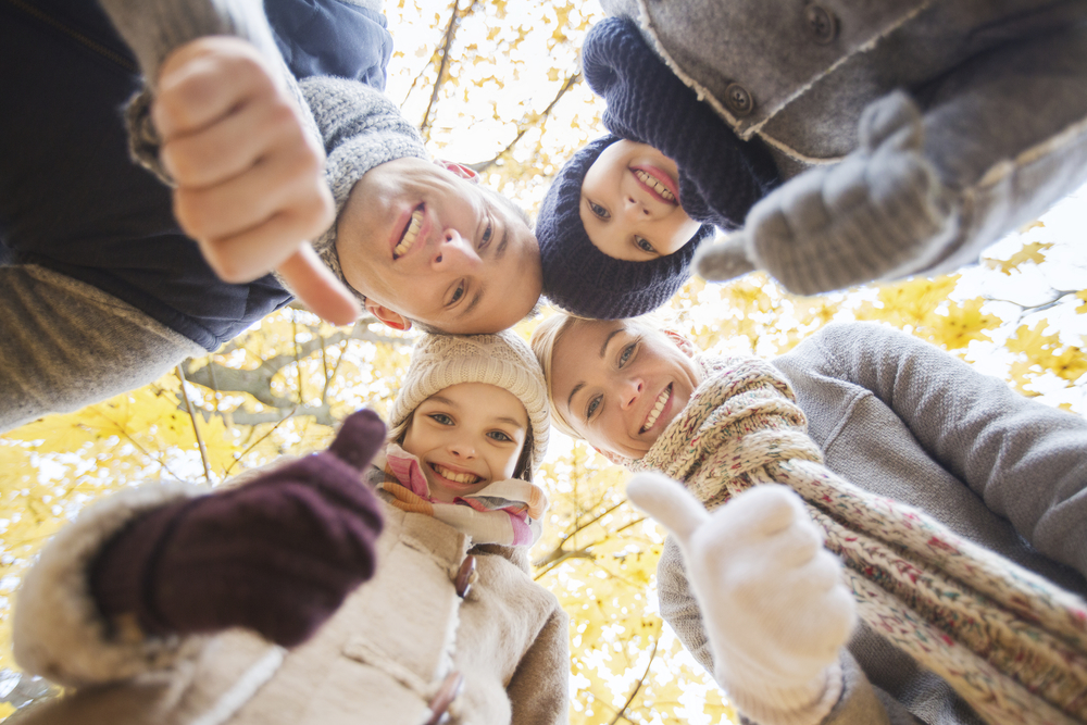 fondation_stock-photo-53457468-happy-family-in-autumn-park.jpg