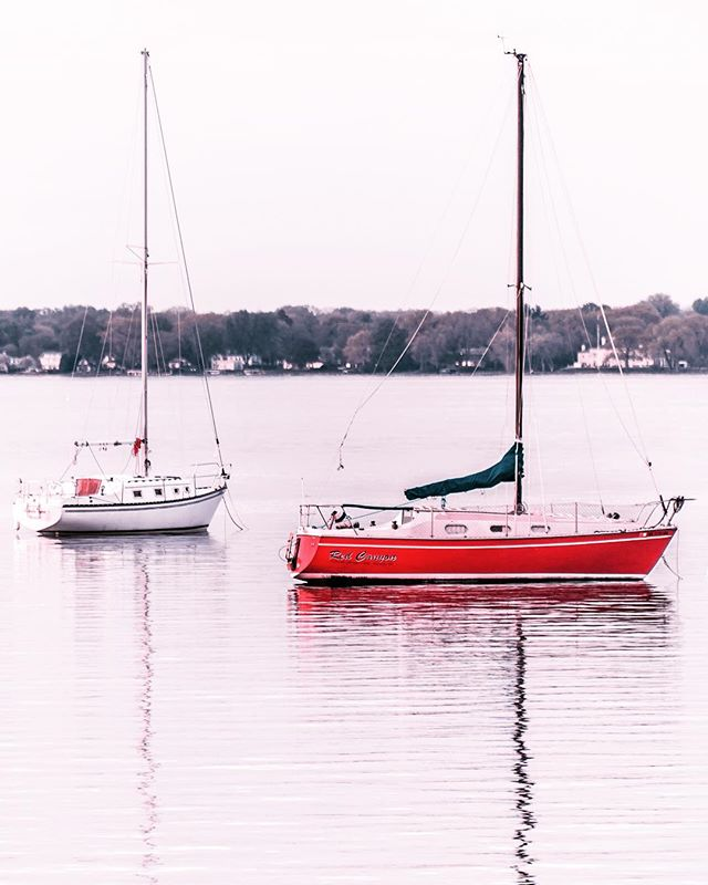 Turns out people park their boats in the middle of the lake. The more you know 😅 #uwmadison @uwmadison