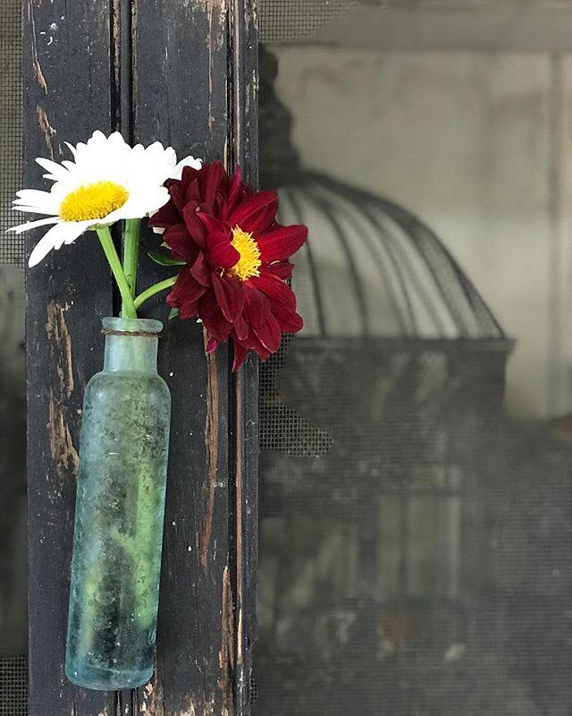 It's as simple as two stems in a glass vase. . . . #designabrand #daisies #altsummit #thesouthernc #designing #designlife #designblogger #etsysellersofinstagram #madesouth #makersgonnamake #makersmovement #makersvillage #vintageinspired #vintagedecor #vintagelove #brandstylist #nashvilletn #lifecoaching #lifestylebloggers #nashvillestyle #diyhomedecor #thriftstorefinds #thrift #fleamarket #fleamarketfinds #tsosnashville #creativesoultribe