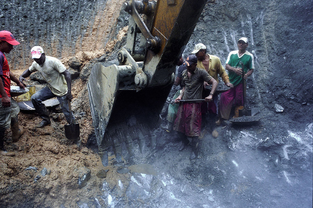 These panning miners generally do not use mercury or other chemicals in their process. Rather they rely on their eyes to spot tiny gold nuggets that emerge through the process of sifting and washing the earth in their pans.