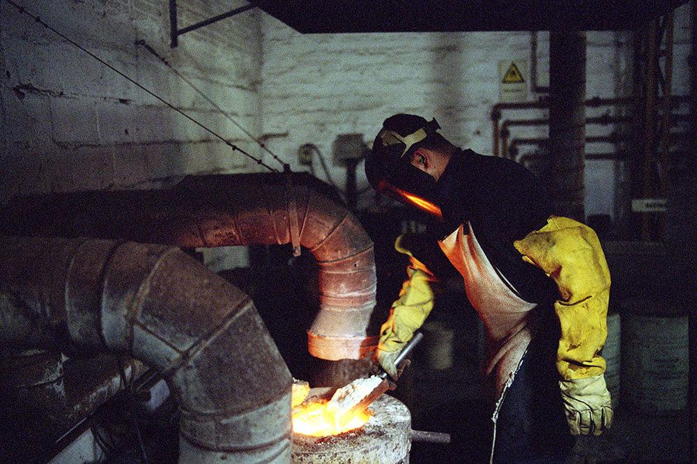 Gold refining process, Gutierrez refinery, Medellín, Antioquia.