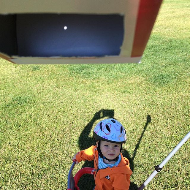 Hi tech #solareclipse viewer. The cardboard box AND the 👶 #yeg