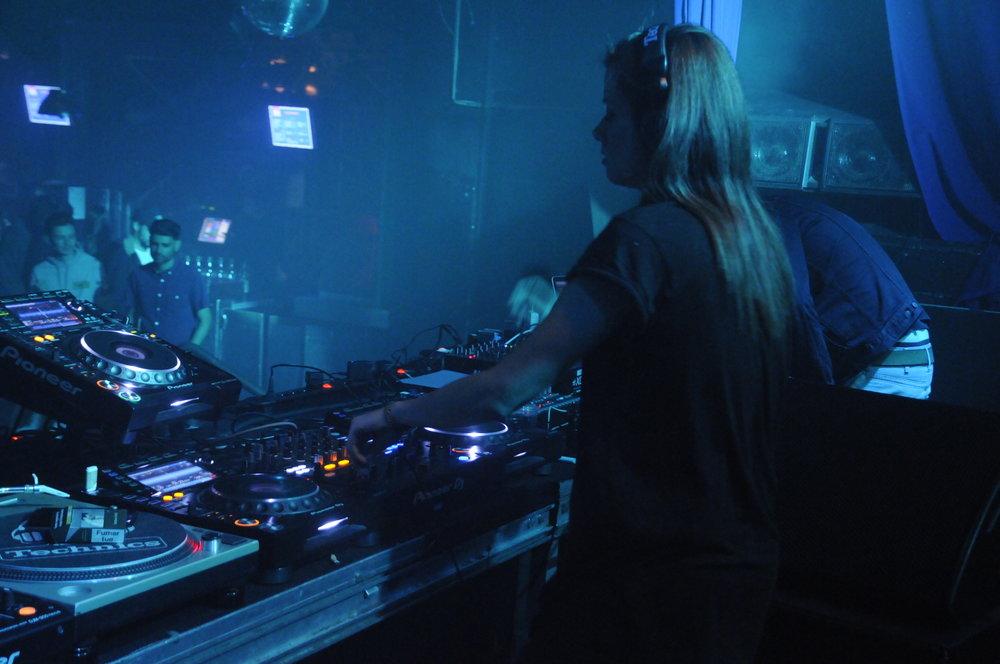 Hemka, DJ et productrice Parisienne