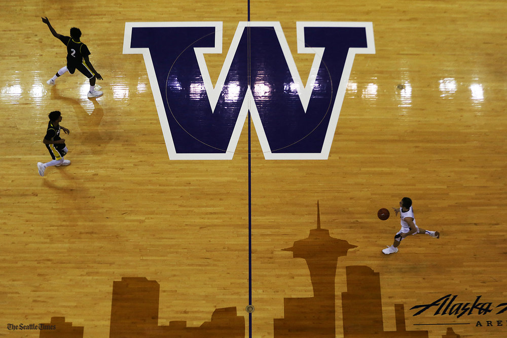The Washington Huskies took on the Northern Arizona Lumberjacks at the Hec Edmundson Pavilion on Sunday, November 20, 2016. The Huskies came out strong and ended stronger defeating the Lumberjacks 92-58.