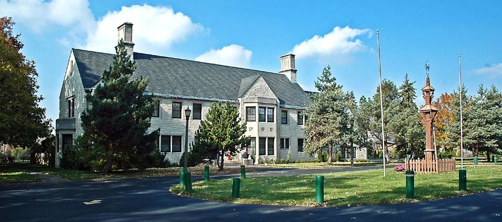 Ateitininkų Namai – 1380 Castlewood Drive, Lemont, Illinois