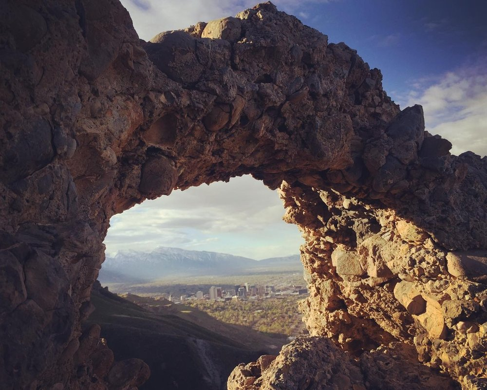 _saltlakecity_through_the_arch.__morning__sunrise__hiking.jpg