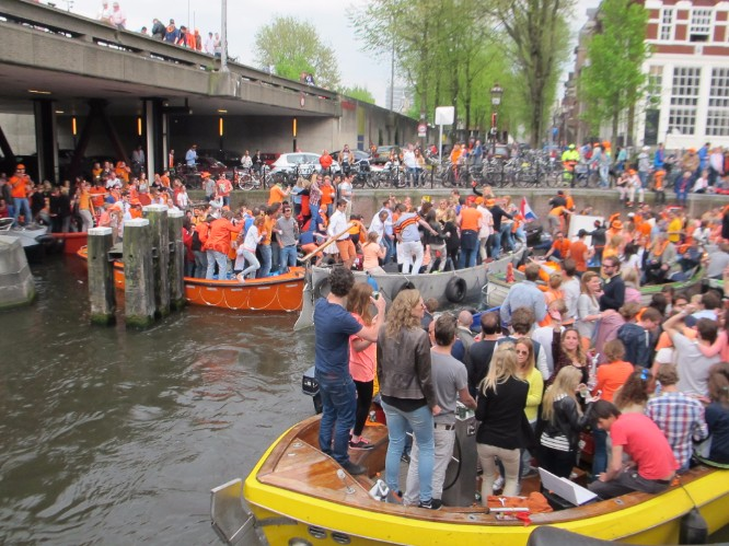 A boat jam at the intersection of several canals.