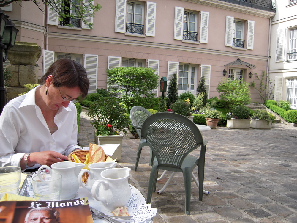 A guest having a leisurely breakfast in the garden of our hotel in the heart of the Latin Quarter. Photo: courtesy Henri Courtin.