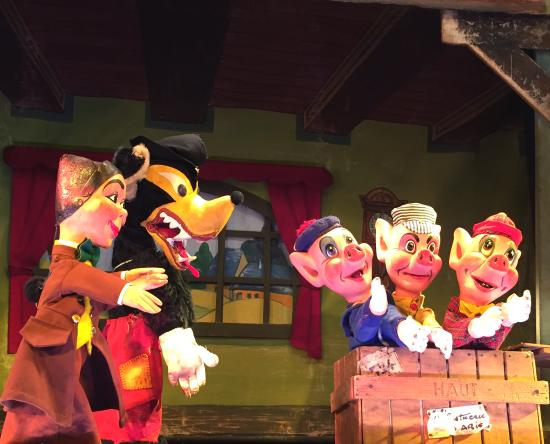 The Three Little Pigs  at the Marionettes du Luxembourg. Photo: courtesy Marionettes du Luxembourg.
